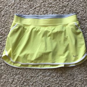 Dri- Fit Nike Women's Yellow tennis skorts size M
